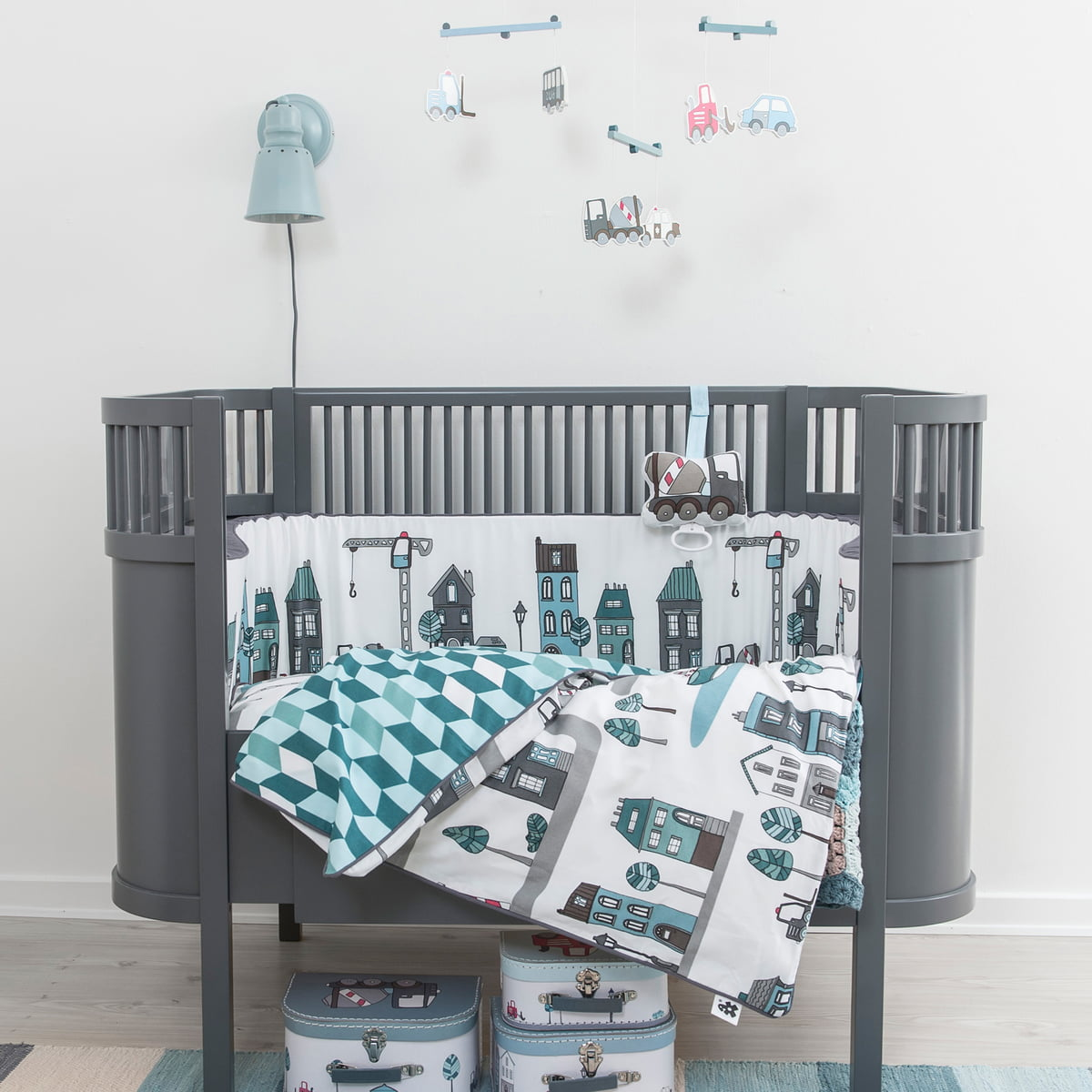 babybettw sche village von sebra bei. Black Bedroom Furniture Sets. Home Design Ideas