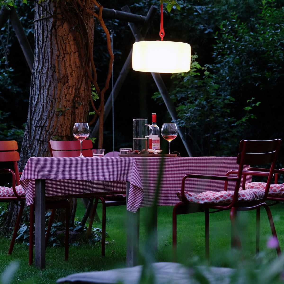 thierry le swinger outdoor led von fatboy. Black Bedroom Furniture Sets. Home Design Ideas