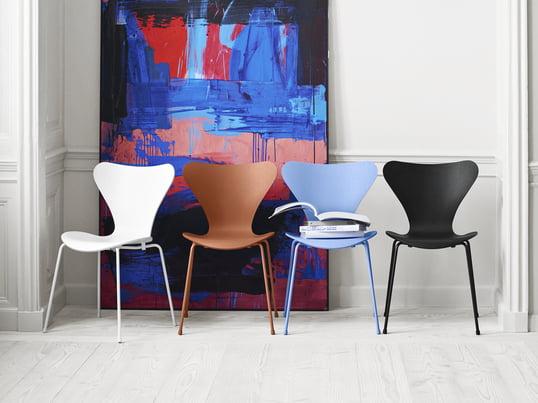 Tal R Verpasst Dem Von Arne Jacobsen Entworfenen Serie 7 Stuhl Farblich  Einen Neuen Look: