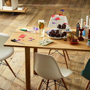 Vitra - Wood Table, Eiche natur, gedeckter Tisch