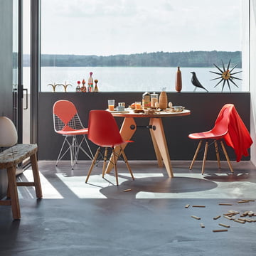 Eames Plastic Side Chair In Rot Von Vitra ...